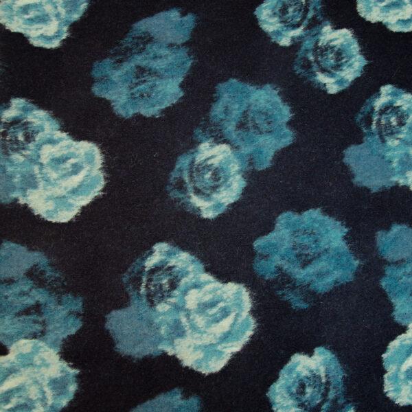Walkstrick, Rosenblüten, Blautöne